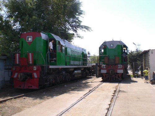 trains with waiting hut
